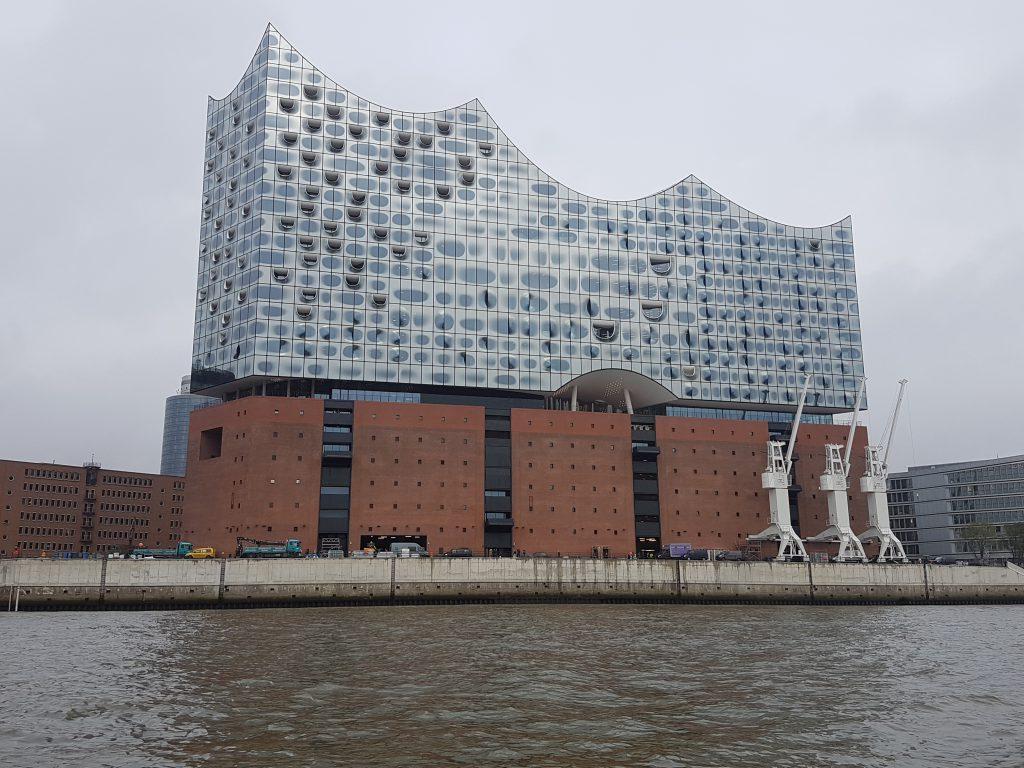 Die an dem Tag fertiggestellte Elbphilharmonie